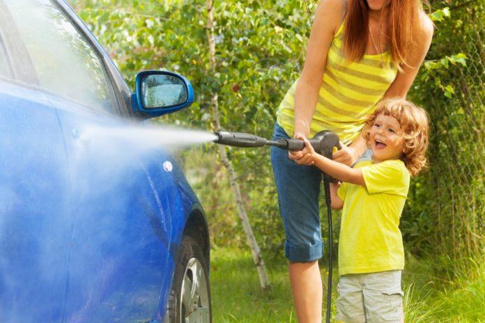 Kako održavati čist automobil i kada imate malu djecu?