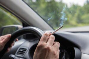 Evo kako se možete riješiti mirisa dima cigareta u automobilu